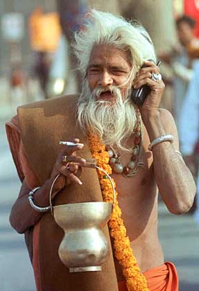 INDIA-PILGRIM-SADHU-MOBILE